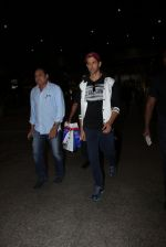 Hrithik Roshan snapped at airport  on 21st Nov 2016 (3)_5833ec1df3d0f.JPG