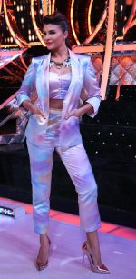 Jacqueline Fernandez slaying the suited look in style on the sets of Jhalak Dikhhla Jaa (1)_5833e55730615.JPG