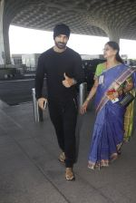 John Abraham snapped at airport on 21st Nov 2016 (13)_5833eb8b7b144.JPG