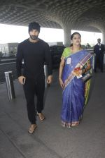 John Abraham snapped at airport on 21st Nov 2016 (12)_5833eb8a9da0a.JPG