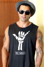 Karan Singh Grover2_5833e577e545a.jpg