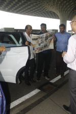 Rajnikanth snapped at airport on 21st Nov 2016 (17)_5833eb9928ce0.JPG