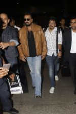 Sanjay Dutt snapped at airport on 21st Nov 2016 (36)_5833ebb81a4a3.JPG