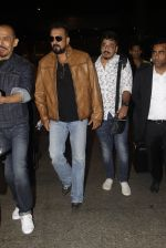 Sanjay Dutt snapped at airport on 21st Nov 2016 (37)_5833ebb8a8d00.JPG