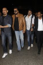 Sanjay Dutt snapped at airport on 21st Nov 2016 (38)_5833ebb94f02d.JPG