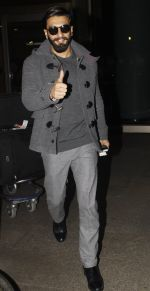 Ranveer Singh returns from UK on 22nd Nov 2016 (2)_58353aedadc69.JPG