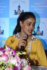 Genelia D Souza at mother baby care centre launch on 23rd Nov 2016 (30)_5836bea0138cb.JPG
