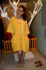 Genelia D Souza at mother baby care centre launch on 23rd Nov 2016 (73)_5836bebcbc22b.JPG
