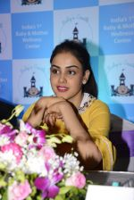 Genelia D Souza at mother baby care centre launch on 23rd Nov 2016 (15)_5836be96a908f.JPG