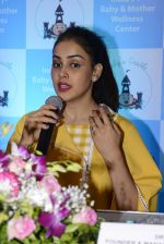 Genelia D Souza at mother baby care centre launch on 23rd Nov 2016 (29)_5836be9f82969.JPG