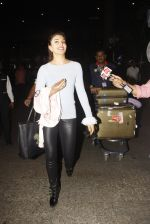Jacqueline Fernandez snapped at airport on 23rd Nov 2016 (8)_5836be70f09d8.JPG