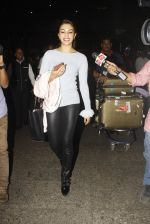 Jacqueline Fernandez snapped at airport on 23rd Nov 2016 (9)_5836be71e5111.JPG