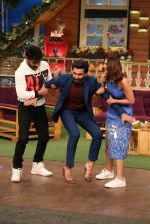 Ranveer Singh and Vaani Kapoor on the sets of The Kapil Sharma Show on 23rd Nov 2016 (8)_58368a2831479.JPG