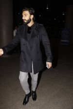 Ranveer Singh snapped at airport on 23rd Nov 2016 (19)_5836be7eb1b3e.JPG