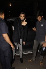 Ranveer Singh snapped at airport on 23rd Nov 2016 (20)_5836be7f63b74.JPG