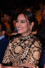 Sonakshi Sinha at Positive Health Awards on 23rd Nov 2016 (41)_5836bfc63f63e.JPG