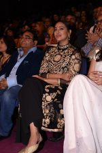 Sonakshi Sinha at Positive Health Awards on 23rd Nov 2016 (32)_5836bfc1a56f2.JPG