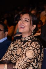 Sonakshi Sinha at Positive Health Awards on 23rd Nov 2016 (38)_5836bfc519156.JPG