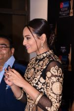 Sonakshi Sinha at Positive Health Awards on 23rd Nov 2016 (74)_5836bfda28bea.JPG