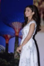 Alia Bhatt at Singapore tourism event on 25th Nov 2016 (23)_58385031a8b87.JPG
