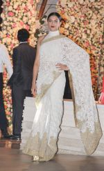 Deepika Padukone at the Ambani_s wedding party of their niece, Isheta Salgaoncar on 24th Nov 2016  (80)_58384e3713ce1.JPG