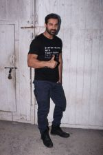 John Abraham at the promotions of Force 2 on 25th Nov 2016 (21)_583851894e93f.jpg