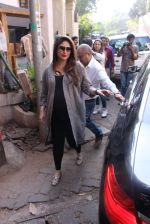 Kareena Kapoor snapped post lunch on 24th Nov 2016 (70)_583847f1f056b.JPG