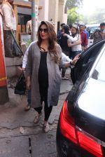 Kareena Kapoor snapped post lunch on 24th Nov 2016 (74)_583847f43dfc6.JPG