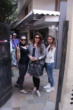 Kareena Kapoor, Karisma Kapoor and Amrita Arora snapped post lunch on 24th Nov 2016 (46)_5838482b55163.JPG