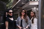 Kareena Kapoor, Karisma Kapoor and Amrita Arora snapped post lunch on 24th Nov 2016 (47)_5838482bde13f.JPG