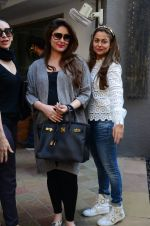 Kareena Kapoor, Karisma Kapoor and Amrita Arora snapped post lunch on 24th Nov 2016 (13)_583847f8ba9ab.JPG