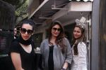 Kareena Kapoor, Karisma Kapoor and Amrita Arora snapped post lunch on 24th Nov 2016 (50)_5838482c68545.JPG