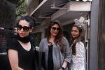Kareena Kapoor, Karisma Kapoor and Amrita Arora snapped post lunch on 24th Nov 2016 (51)_5838487156de2.JPG