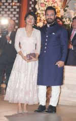 Kiran Rao, Aamir Khan at the Ambani_s wedding party of their niece, Isheta Salgaoncar on 24th Nov 2016  (72)_58384ea3c5746.JPG