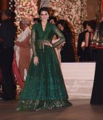 Kriti Sanon at the Ambani_s wedding party of their niece, Isheta Salgaoncar on 24th Nov 2016 (24)_58384f556fef8.JPG