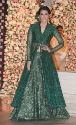 Kriti Sanon at the Ambani_s wedding party of their niece, Isheta Salgaoncar on 24th Nov 2016  (59)_58384eb053583.JPG