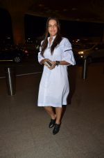 Neha Dhupia snapped at airport on 24th Nov 2016 (59)_5838426e28656.JPG
