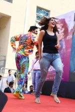 Ranveer Singh, Vaani Kapoor promote Befikre in Delhi University on 24th Nov 2016 (25)_5838491799eb0.JPG