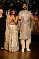 Ranveer Singh, Vaani Kapoor promote Befikre on 24th nov 2016 (10)_5837d92675681.JPG