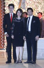 Sachin Tendulkar at the Ambani_s wedding party of their niece, Isheta Salgaoncar on 24th Nov 2016  (19)_58384ed1b9c3d.JPG