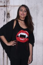 Sonakshi Sinha at the promotions of Force 2 on 25th Nov 2016 (20)_583851c5efb09.jpg