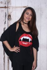 Sonakshi Sinha at the promotions of Force 2 on 25th Nov 2016 (21)_583852042373c.jpg