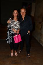Soni Razdan, Mahesh Bhatt at Dear Zindagi screening in Mumbai on 24th Nov 2016 (31)_583848b029d16.JPG