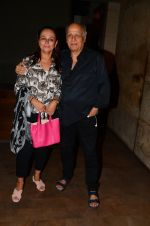 Soni Razdan, Mahesh Bhatt at Dear Zindagi screening in Mumbai on 24th Nov 2016 (33)_583848c580dd6.JPG
