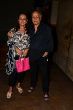 Soni Razdan, Mahesh Bhatt at Dear Zindagi screening in Mumbai on 24th Nov 2016 (27)_583848aeef4f7.JPG