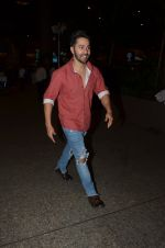 Varun Dhawan snapped at airport on 24th Nov 2016 (36)_583842780e969.JPG