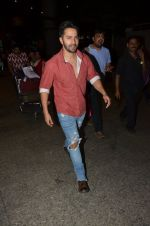 Varun Dhawan snapped at airport on 24th Nov 2016 (41)_5838427b1c017.JPG