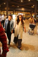 Vidya Balan snapped at airport on 24th Nov 2016 (5)_583842843e6bd.JPG