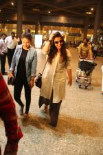 Vidya Balan snapped at airport on 24th Nov 2016 (6)_583842850e7bc.JPG