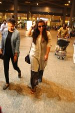 Vidya Balan snapped at airport on 24th Nov 2016 (8)_58384286735bc.JPG